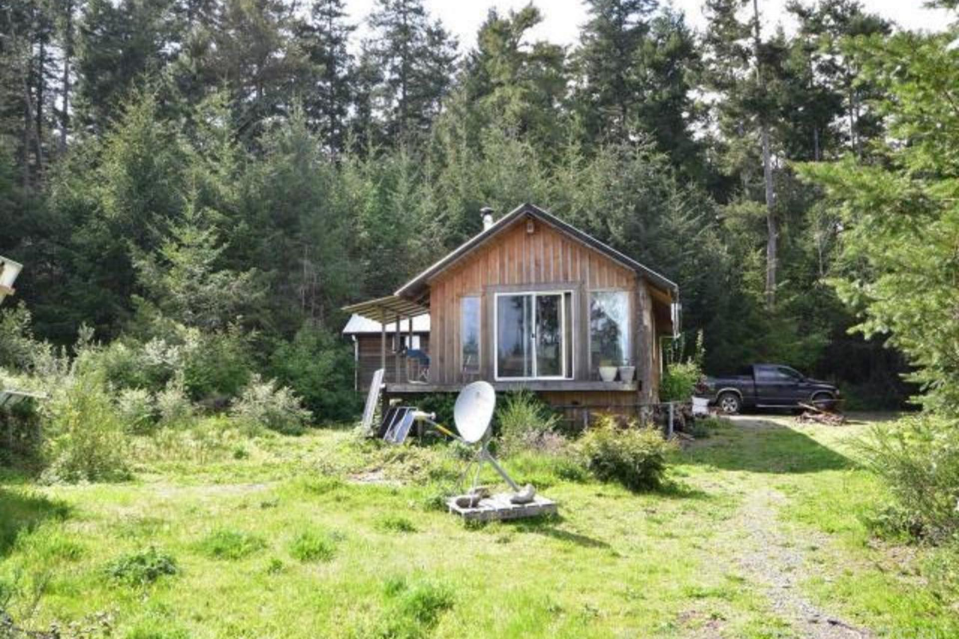 2420 South Road, Gabriola Island (Zone 4), Coastal Islands